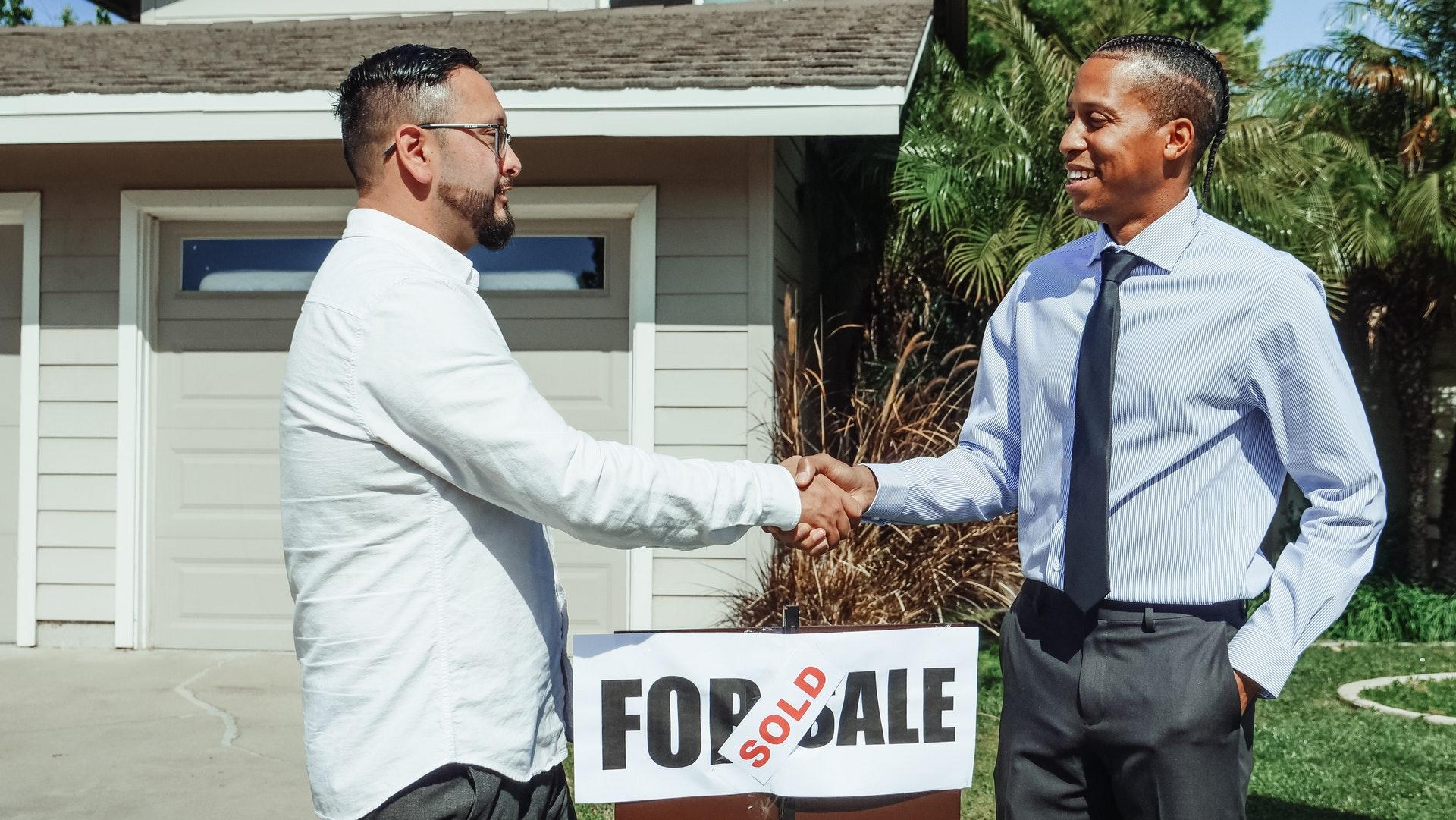 relator and homeowner shaking hands